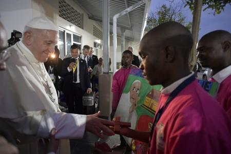 "Pope Francis visits the help centre for young people ""Casa Matteo 25"" in Maputo"