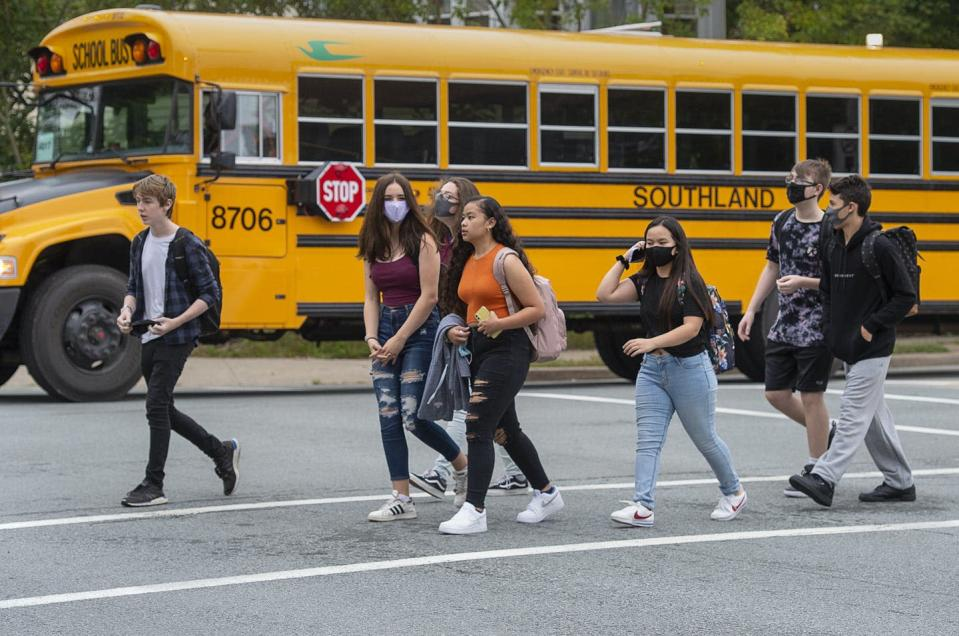 """<span class=""""caption"""">Students arrive at Dartmouth High School in Dartmouth, N.S., on Sept. 8, 2020. </span> <span class=""""attribution""""><span class=""""source"""">THE CANADIAN PRESS/Andrew Vaughan</span></span>"""