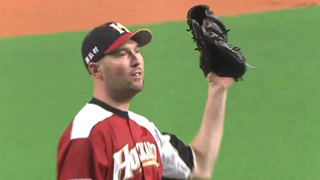 Bobby Keppel's catch in a Japanese League game is amazing