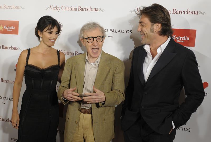 U.S. film director Woody Allen, center, actress Penelope Cruz, left, and actor Javier Bardem pose for photographers before the screening of their film 'Vicky Cristina Barcelona' in Barcelona, Spain, Saturday, Sept. 20, 2008. (AP Photo/Manu Fernandez)