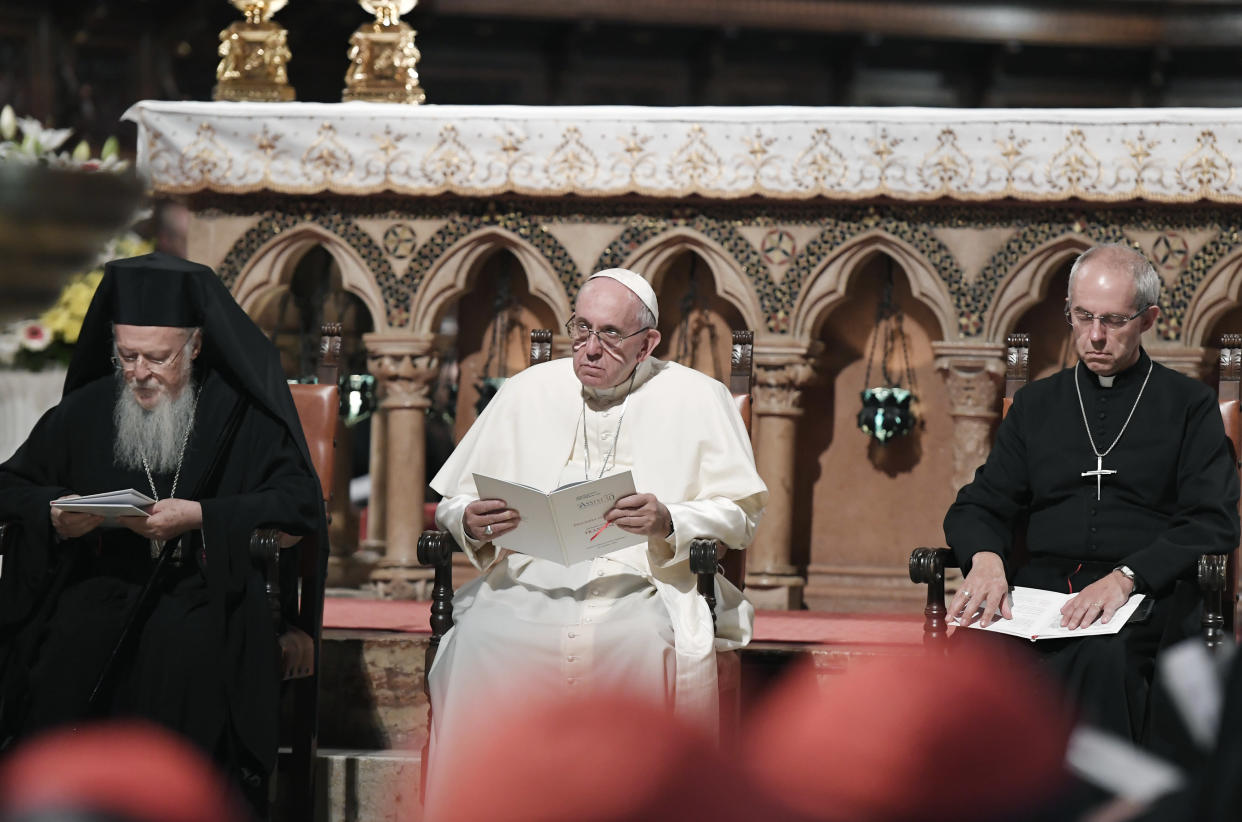 Pope Francis (C) prays together with Canterbury Archbishop Justin Welby (R) and Orthodox Patriarch of Constantinople Bartholomew I (L) at the St Francis basilica in Assisi on September 20, 2016.  Pope Francis denounced those who wage war in the name of God, as he met faith leaders and victims of war to discuss growing religious fanaticism and escalating violence around the world. The annual World Day of Prayer event, established by John Paul II 30 years ago and held in the medieval town in central Italy, aims to combat the persecution of peoples for their faiths and extremism dressed up as religion. / AFP / TIZIANA FABI        (Photo credit should read TIZIANA FABI/AFP via Getty Images)