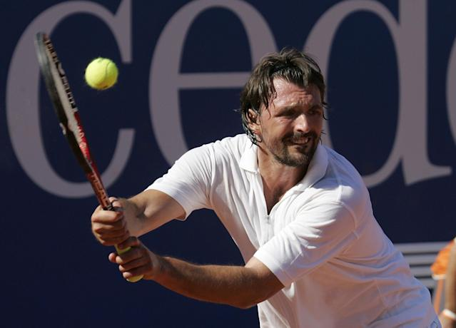 Former tennis pro Goran Ivanisevic from Croatia returns a ball during a charity match against Boris Becker of Germany for the Laureus Sport for Good Foundation during the MercedesCup ATP tennis tournament in Stuttgart, southern Germany, on Sunday July 15, 2007. (AP Photo / Daniel Maurer)