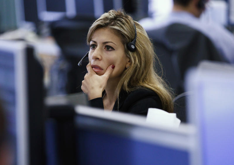 A worker on IG Index's trading floor looks at her computer screens as markets tumble globally, in London September 22, 2011. World stocks and commodities tumbled on Thursday as weak data from China crystallized investor fears about a global recession one day after a grim economic outlook from the U.S. Federal Reserve. Stocks tumbled more than 4 percent and commodities took a beating. Weak data from Germany and China helped push investors to safe U.S. government bonds, where benchmark yields again touched lows not seen in 60 years. REUTERS/Andrew Winning (BRITAIN - Tags: BUSINESS TPX IMAGES OF THE DAY)