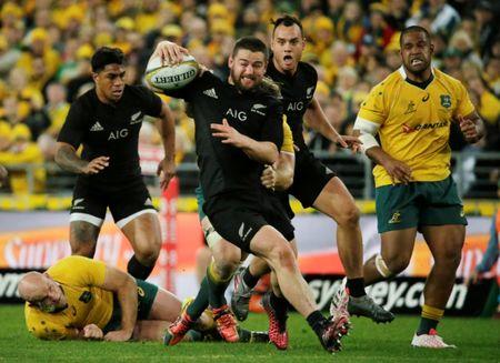 Australia Rugby Union - Bledisloe Cup - Australia's Wallabies v New Zealand All Blacks - Olympic Stadium, Sydney, Australia - 20/8/16  New Zealand's Dane Coles runs through Australian defence in the first half.   REUTERS/Jason Reed