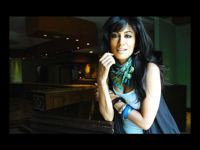 <b>2. Chitrangada Singh</b><br>This dusky beauty is the unanimous choice for being one of the top three hottest women in India. Men and women alike would swear by her curves and that seductive smile.
