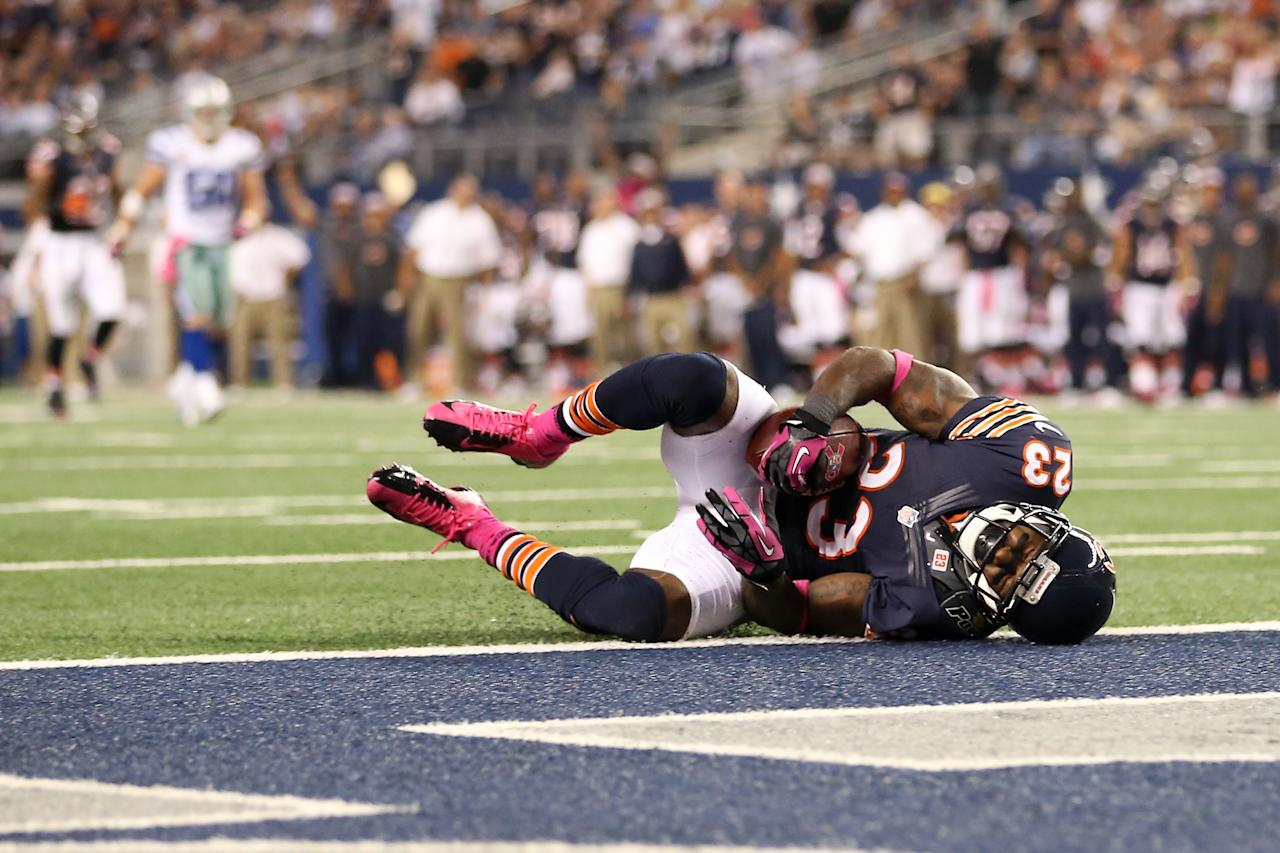 ARLINGTON, TX - OCTOBER 01:  Devin Hester #23 of the Chicago Bears catches a 34-yard touchdown reception in the third quarter against the Dallas Cowboys at Cowboys Stadium on October 1, 2012 in Arlington, Texas.  (Photo by Ronald Martinez/Getty Images)