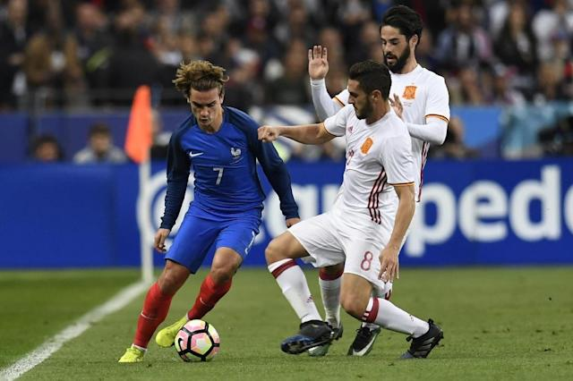 Antoine Griezmann France's forward vies with Spain's midfielder Koke during the friendly football match France vs Spain on March 28, 2017 at the Stade de France stadium in Saint-Denis, north of Paris (AFP Photo/CHRISTOPHE SIMON)