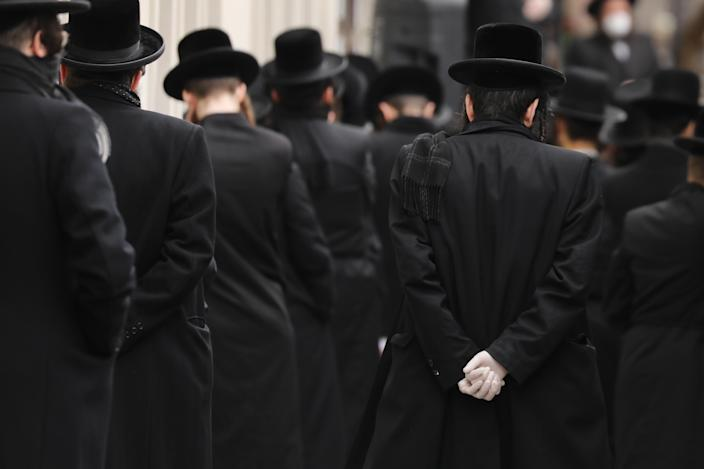 Members of the Orthodox Jewish community in New York City on Sunday at the funeral of a rabbi who died from the coronavirus. (Spencer Platt/Getty Images)