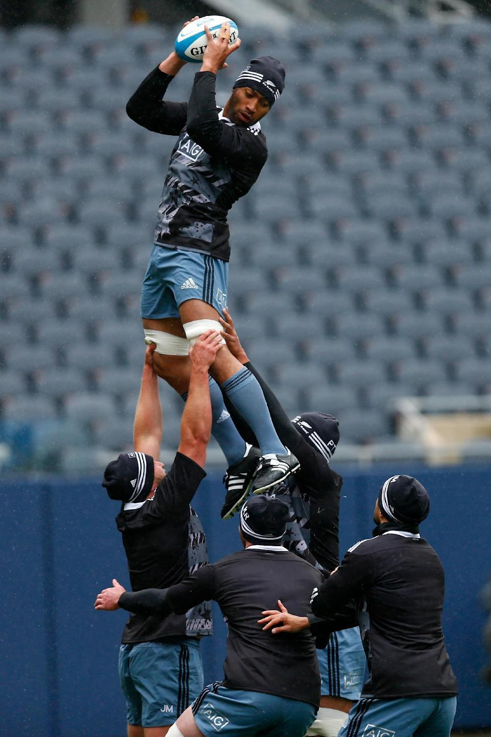 Victor Vito of New Zealand's All Blacks takes the ball in the line-out during the Captain's Run, at Soldier Field in Chicago, Illinois, on October 31, 2014 (AFP Photo/Phil Walter)