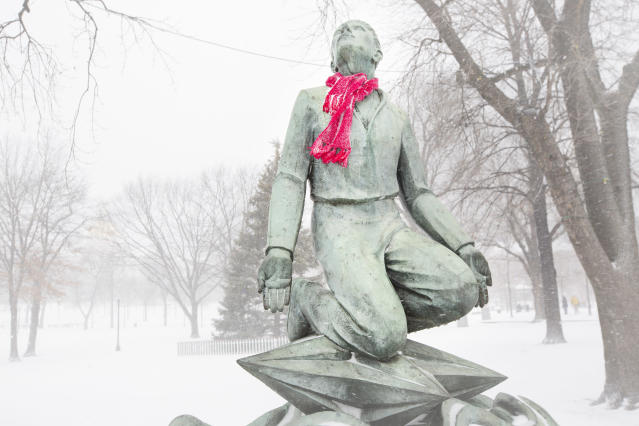 <p>A statue at the Boston Common wears a scarf during a Christmas Day snowstorm on Dec. 25, 2017. (Photo: Dina Rudick/The Boston Globe via Getty Images) </p>