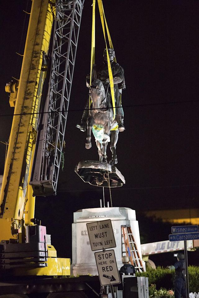 <p>A statue of Confederate Gen. P.G.T. Beauregard is removed just after 3 a.m. CST, Wed., May 17, 2017, from the entrance to City Park in New Orleans. (Photo: Scott Threlkeld/AP) </p>