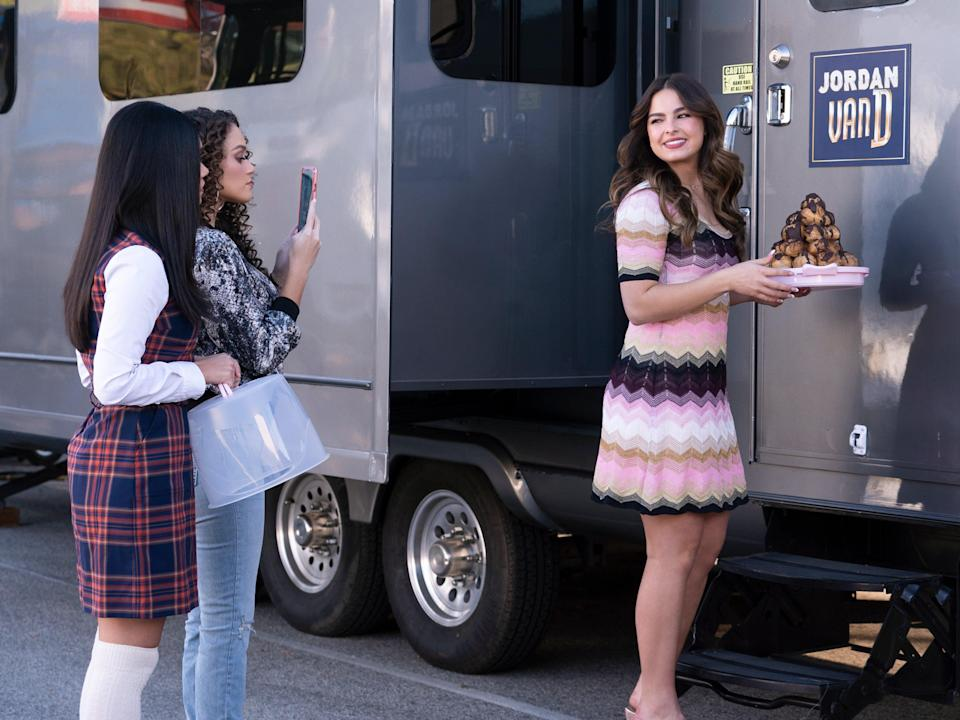 Myra Molloy, Madison Pettis, and Addison Rae in 'He's All That' (KEVIN ESTRADA/NETFLIX © 2021)