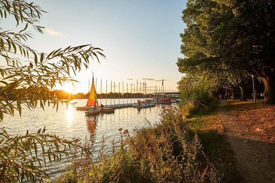 Dinghies are easy to hire for sailing on the Maschsee, Hannover (Christian Wyrwa/Hannover Marketing und Tourismus)