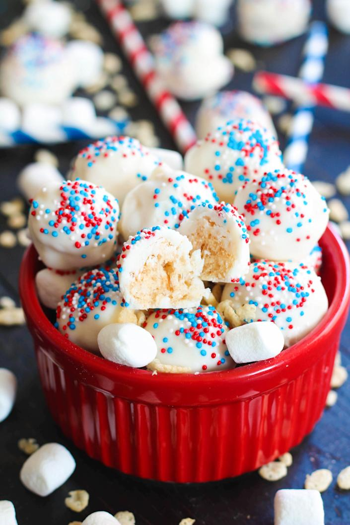 4th of July rice krispy balls (High Heels and Grills)