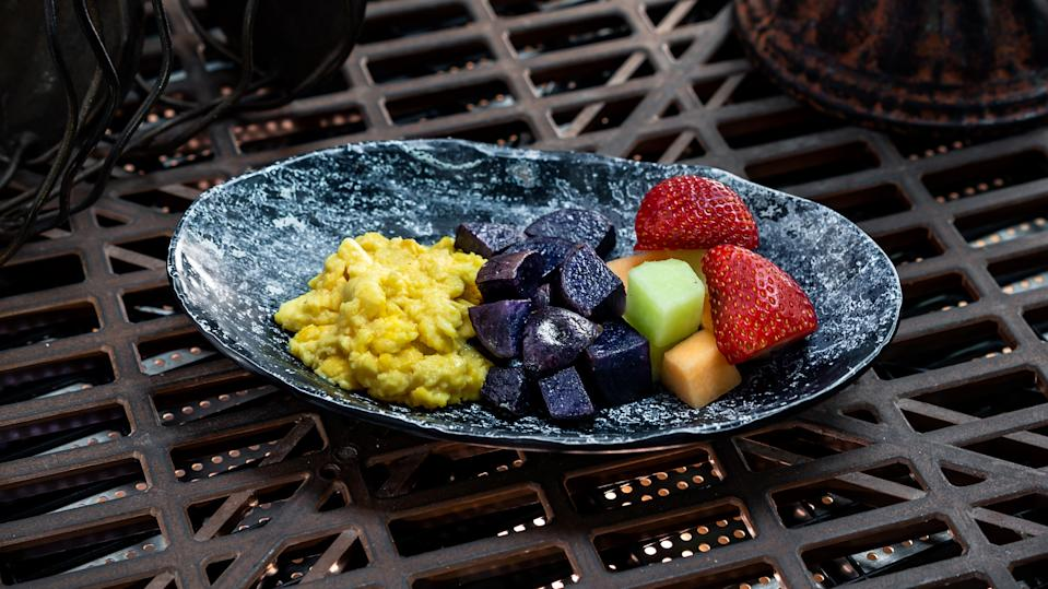 For guests ages 3 through 9, the Bright Suns Youngling Breakfast includes scrambled eggs, purple potatoes and fresh fruit, along with a small low-fat milk or small Dasani Water. (Photo: David Nguyen/Disney Parks)