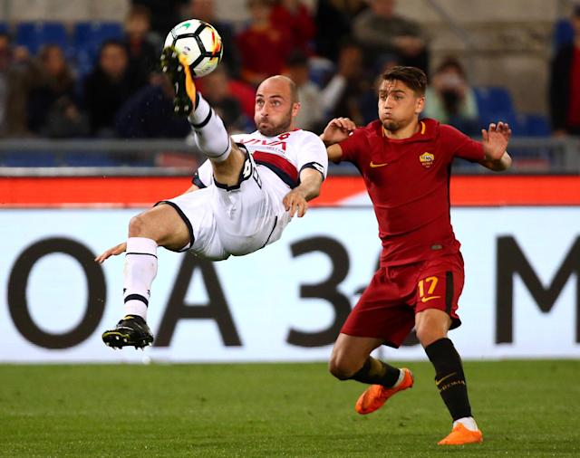 Soccer Football - Serie A - AS Roma vs Genoa - Stadio Olimpico, Rome, Italy - April 18, 2018 Roma's Cengiz Under in action with Genoa's Francesco Migliore REUTERS/Alessandro Bianchi TPX IMAGES OF THE DAY