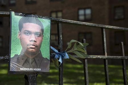 A makeshift memorial is pictured near the scene where the shooting of officer Randolph Holder occurred in the Manhattan borough of New York, October 21, 2015. REUTERS/Andrew Kelly