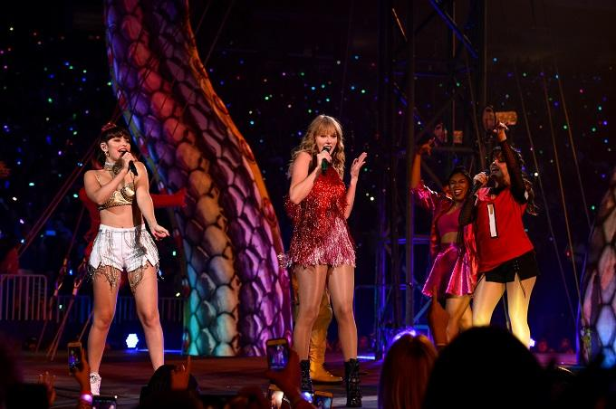 Charli XCX Clarifies Comments About Opening For Taylor Swift