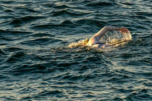 PHOTO: A handout photograph taken off the coast of Dover, southern England, Sept. 15, 2019 shows swimmer Sarah Thomas swimming in the Dover Strait. (Jon Washer Photography/AFP/Getty Images)