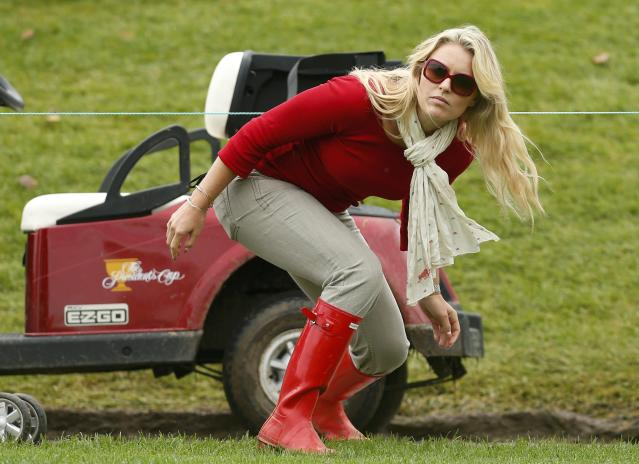 Tiger Wood's girlfriend Lindsey Vonn ducks under a rope during the Singles matches for the 2013 Presidents Cup golf tournament at Muirfield Village Golf Club in Dublin, Ohio October 6, 2013. REUTERS/Chris Keane (UNITED STATES - Tags: SPORT GOLF ENTERTAINMENT)