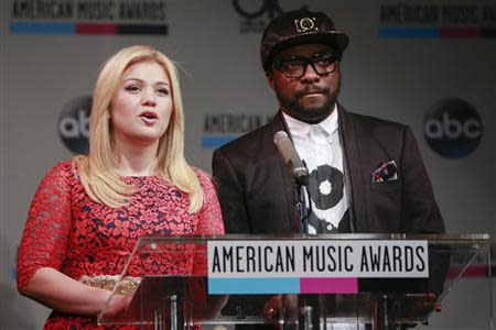 Kelly Clarkson and Will.i.am speak during announcement of 2013 American Music Awards nominations press conference in New York
