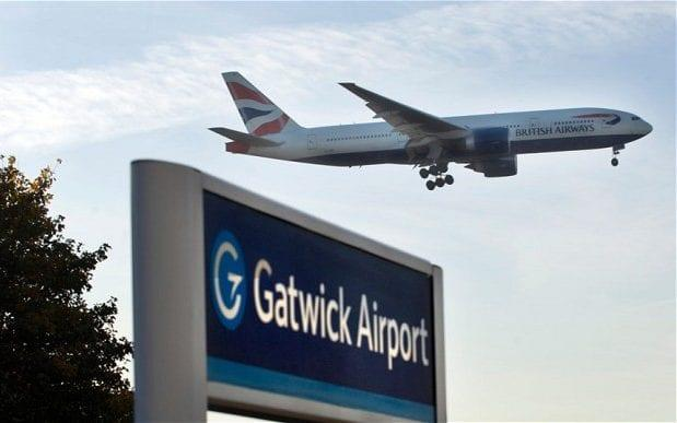 British Airways pilot arrested after armed police board plane at Gatwick. - © Roger Bamber / Alamy