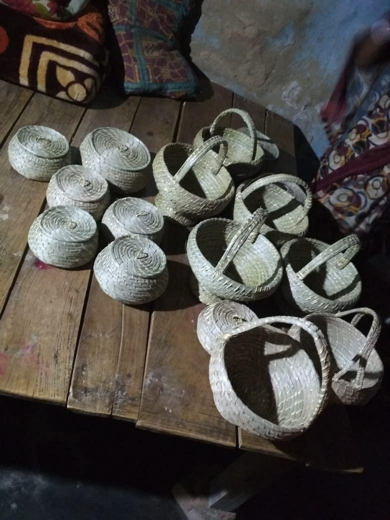 """<div class=""""paragraphs""""><p>Baskets and containers made out of Kaash flower.</p></div>"""