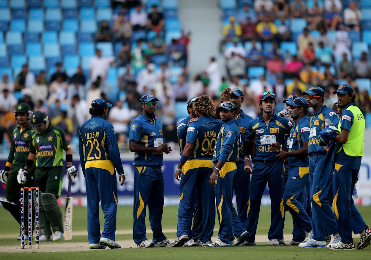 DUBAI, UNITED ARAB EMIRATES - DECEMBER 20:  Players of Sri Lanka wait for a pending decision during the second One-Day International (ODI ) match between Sri Lanka and Pakistan at the Dubai Sports City Cricket Stadium on December 20, 2013 in Dubai, United Arab Emirates.  (Photo by Francois Nel/Getty Images)