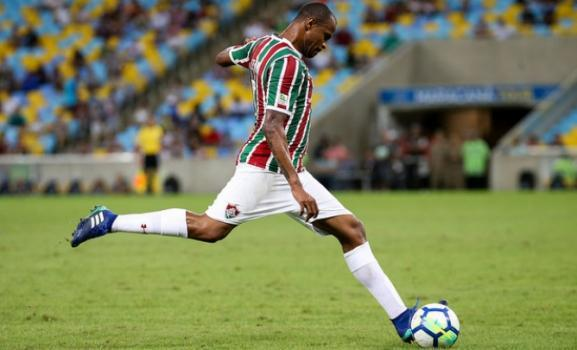 Airton, volante do Fluminense