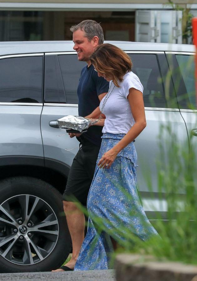Matt Damon and his wife were looking very relaxed on their Byron Bay vacay, visiting good friends Chris Hemsworth and Elsa Pataky. Source: Media-Mode