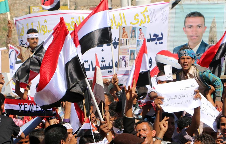 Yemeni protesters take part in rally against the Huthi Shiite movement in the southern city of Taez on February 11, 2015 (AFP Photo/)
