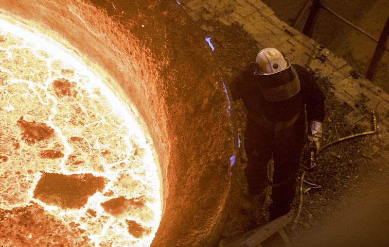 Iron Ore Heads to $80 Amid 'Loss in Confidence'as Slump Extends