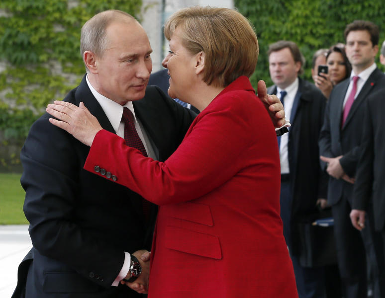 German Chancellor Angela Merkel, right, welcomes President of Russia Vladimir Putin, left, for a meeting at the chancellery in Berlin, Germany, Friday, June 1, 2012. (AP Photo/Michael Sohn)