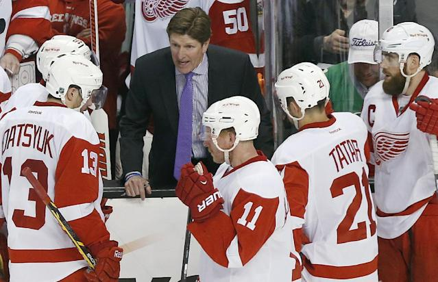 Detroit Red Wings head coach Mike Babcock talks with his team during a timeout in the third period against the Boston Bruins in Game 5 in the first round of the NHL hockey Stanley Cup playoffs in Boston, Saturday, April 26, 2014. Boston won 4-2 and eliminated the Red Wings from the playoffs. (AP Photo/Michael Dwyer)