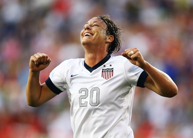 Abby Wambach beats Mia Hamm's all-time international scoring record