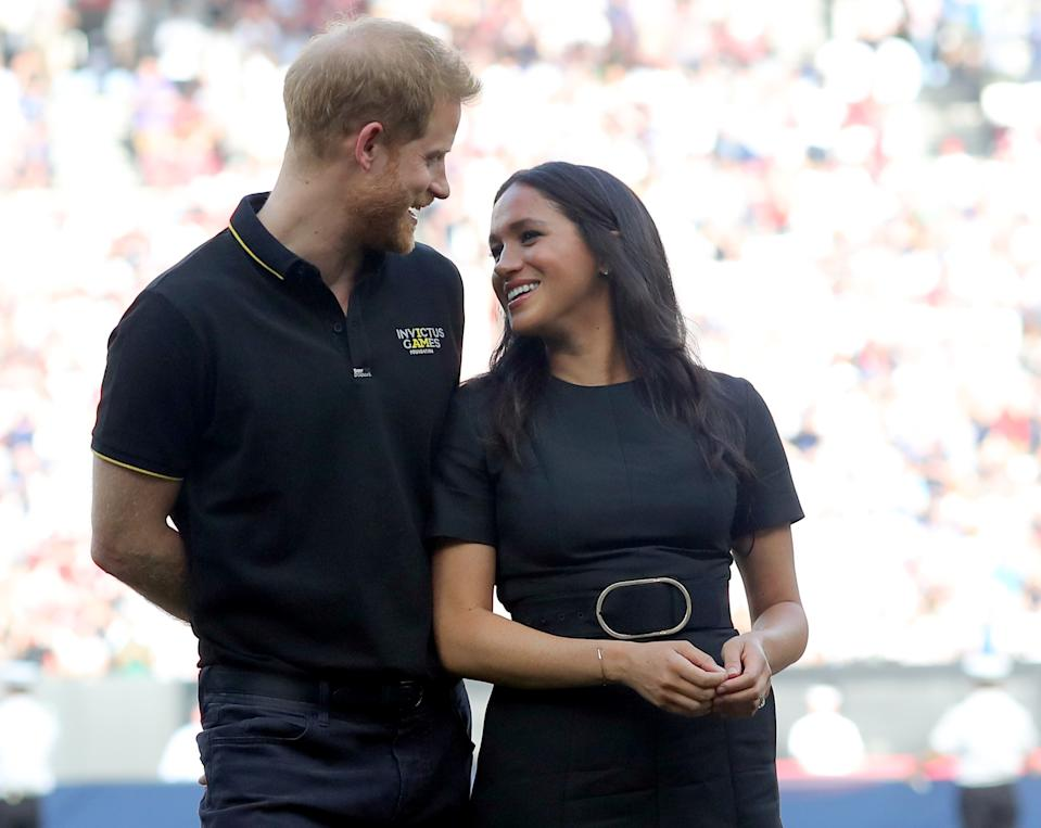 LONDON, ENGLAND - JUNE 29: Prince Harry, Duke of Sussex and Meghan, Duchess of Sussex accompany Invictus Games competitors on the field for the ceremonial first pitch before game one of the London Series between the New York Yankees and the Boston Red Sox at London Stadium on Saturday, June 29, 2019 in London, England. (Photo by Alex Trautwig/MLB Photos via Getty Images)