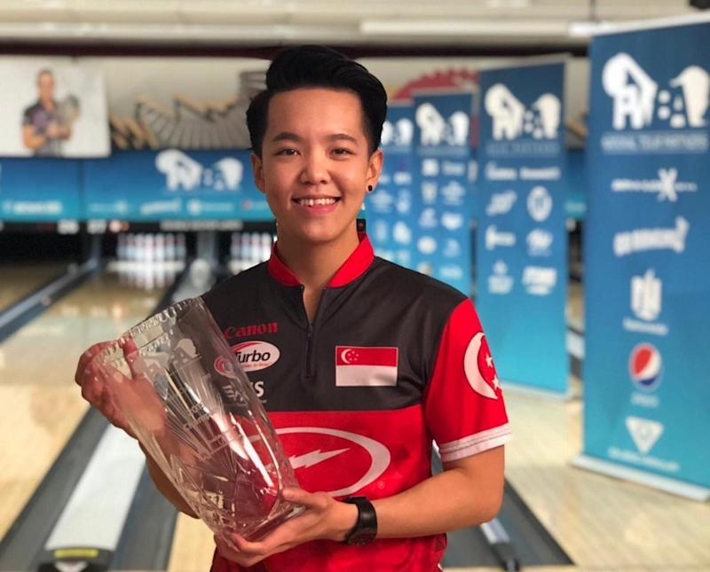 Singapore national bowler Shayna Ng with her trophy after winning the PWBA Sonoma County Open in California. (PHOTO: Singapore Bowling Federation)