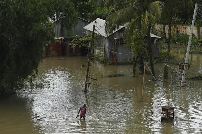 Torrential monsoon rains have unleashed havoc in India, Bangladesh and Nepal (AFP Photo/Munir UZ ZAMAN)