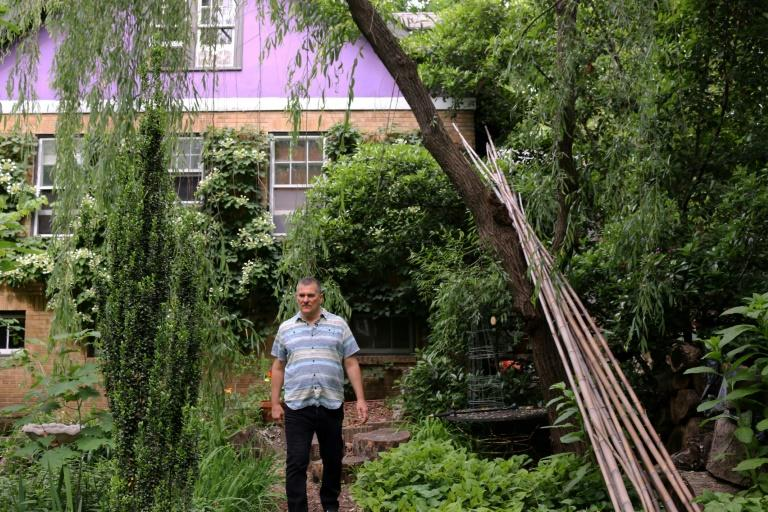 """Jim Nichols eschews the use of pesticides in his yard, preferring instead to """"work with the insects"""" (AFP Photo/Anna GASSOT)"""