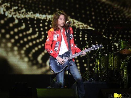 "Local Cantopop rocker Alex Chia was the opening act for Wing & Paul ""Impulse"" Live Concert in Malaysia."