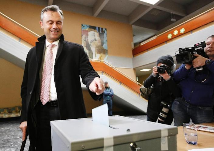 Far-right Freedom Party favorite Norbert Hofer votes in the first round of Austria's presidential elections on April 24, 2016 in Pinkafeld, near Vienna (AFP Photo/Dieter Nagl)