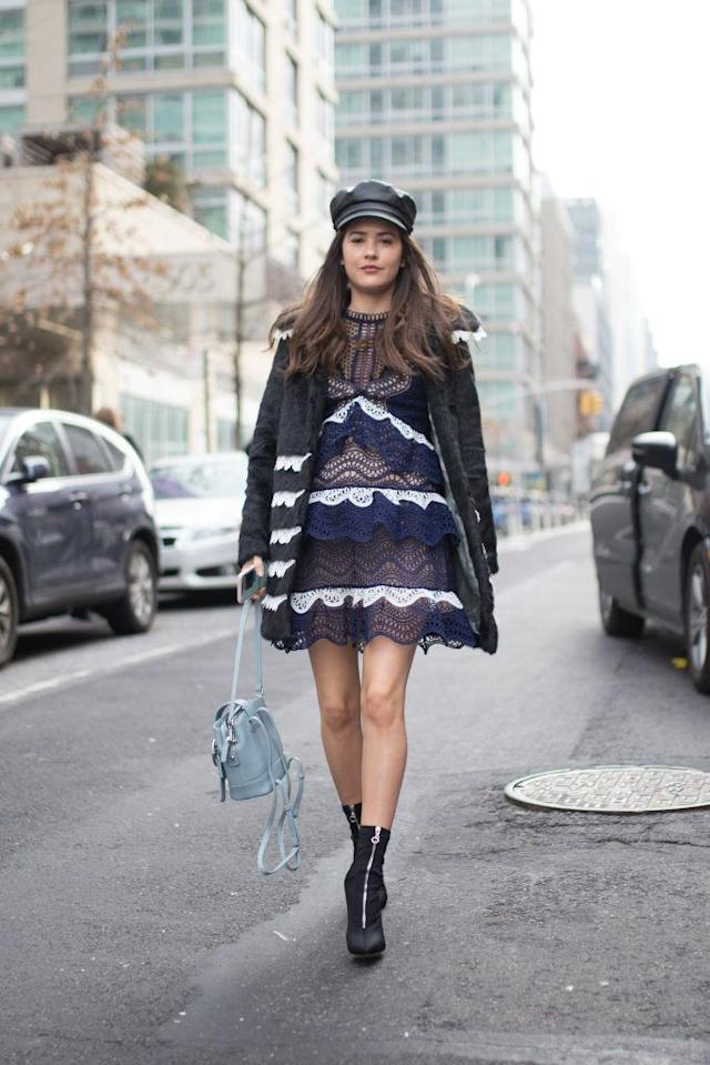 <p>The rain didn't stop this fashion blogger from stepping out with bare legs. (Photo: Getty Images) </p>