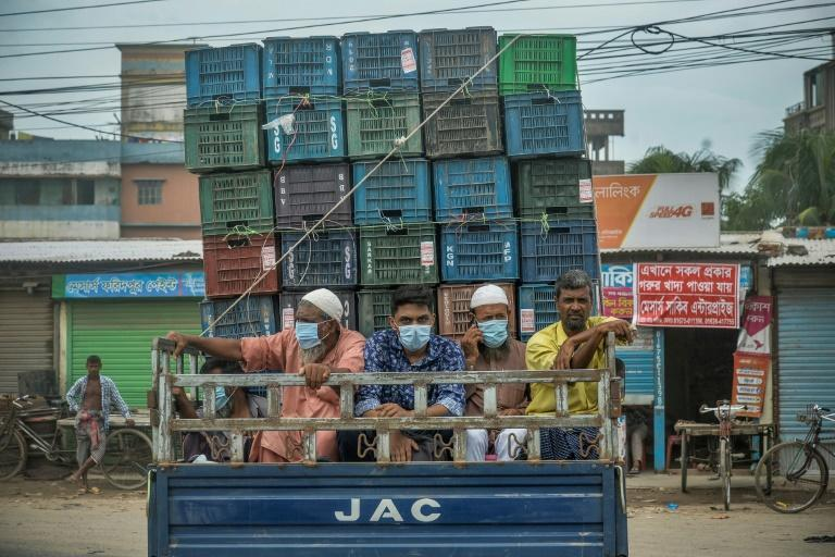 The Bangladesh government's lockdown announcement sparked an exodus of migrant workers from the capital
