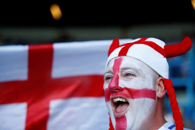 Football fans should be allowed to watch World Cup matches at work, Labour and the TUC have said