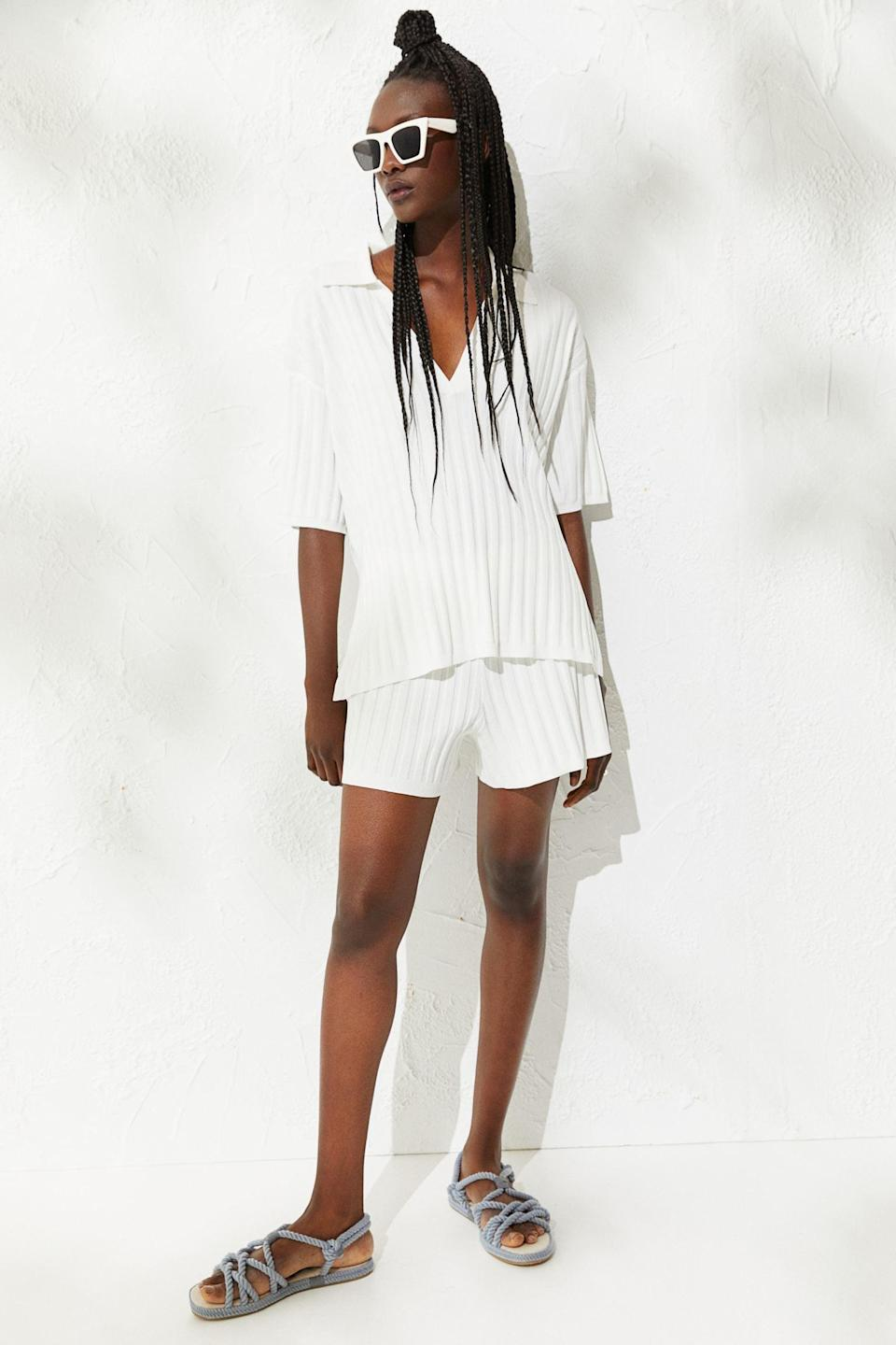 <p>Prepare to want to rock this <span>H&amp;M Ribbed Top</span> ($30) and <span> Ribbed Shorts </span> ($25) set every single day. We love that you can wear it together, or as separate pieces. </p>