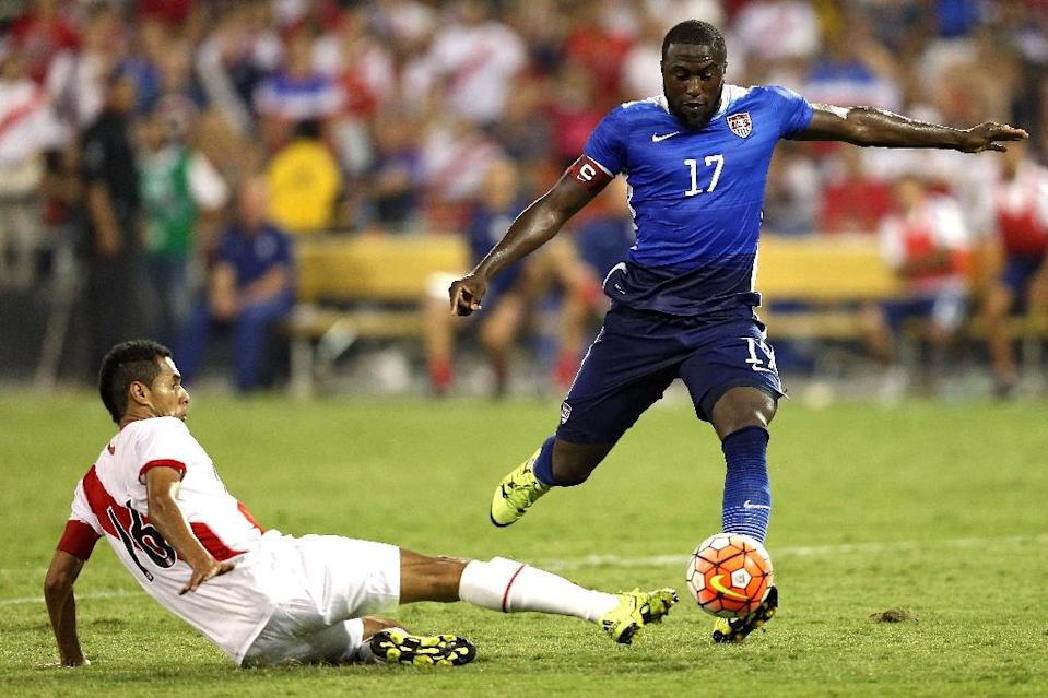 Jozy Altidore of the United States takes the ball past Carlos Lobaton of Peru in the second half during an international friendly at RFK Stadium on September 4, 2015 in Washington, DC (AFP Photo/Patrick Smith)