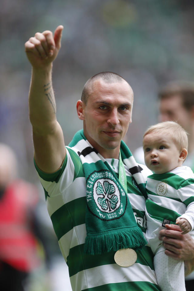 "Britain Football Soccer - Celtic v Heart of Midlothian - Scottish Premiership - Celtic Park - 21/5/17 Celtic's Scott Brown celebrates with family after winning the Scottish Premiership Reuters / Russell Cheyne Livepic EDITORIAL USE ONLY. No use with unauthorized audio, video, data, fixture lists, club/league logos or ""live"" services. Online in-match use limited to 45 images, no video emulation. No use in betting, games or single club/league/player publications. Please contact your account representative for further details."