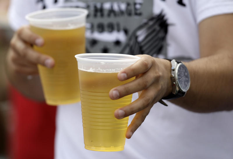 Booze calories nearly equal soda's for US adults