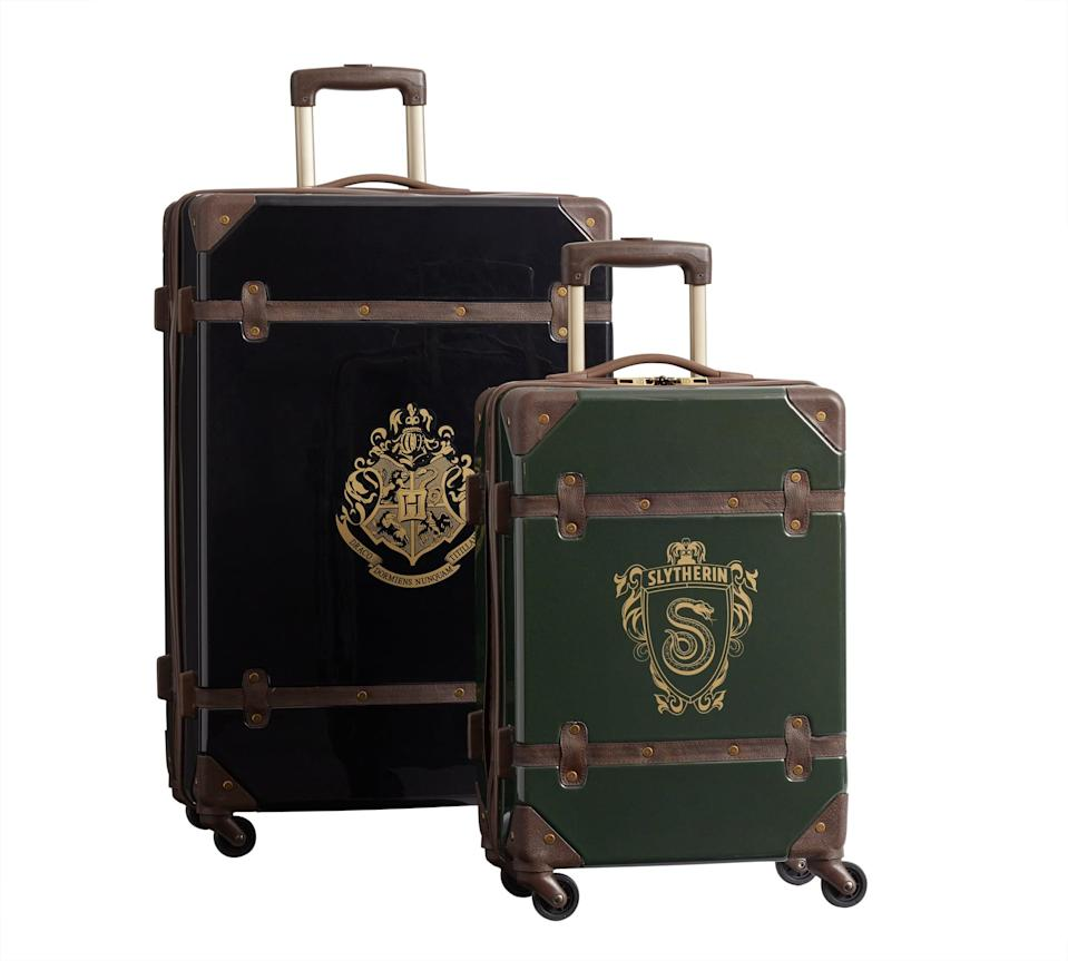 <p>These look just like actual Slytherin students' trunks!</p>