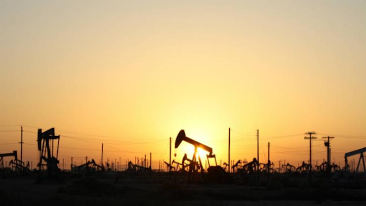 Oil prices rise on weaker U.S. dollar